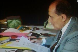 Mitterrand_ds_son_bureau_présidentiel_Maï_Salaün